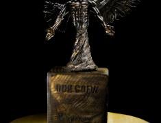 odd-crew-statuette-raven-small